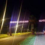 Trabajando en la iluminación de la entrada de la ciudad.