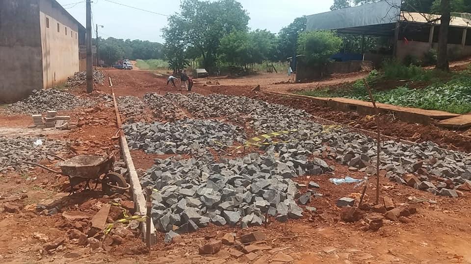 Inicio construcción de pavimento tipo empedrado en el acceso al Barrio Santa María.