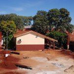 Construcción de tinglado en la Escuela San Alberto Magno.